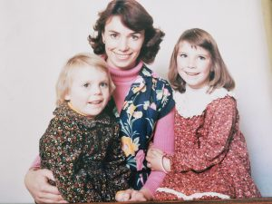 4yo Lindy (right) with sister Jodie (left) and Mum Kay